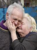 Wer einen alten und kranken Partner pflegt, kann dadurch eine tiefere Liebe für