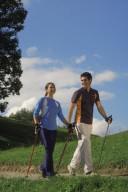 Durch regelmäßige körperliche Aktivitäten wie Walken können Frauen ihr Schlaganf